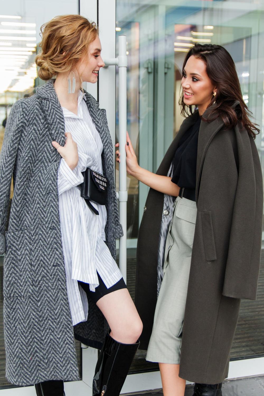 Kobiety w płaszczach wełnianych